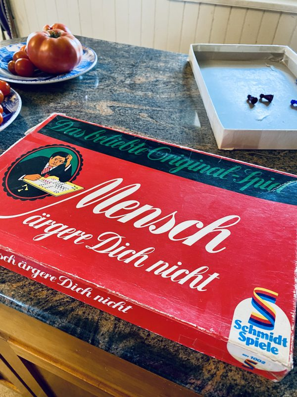 Childhood Mensch Dich Nicht board game similar to Sorry!