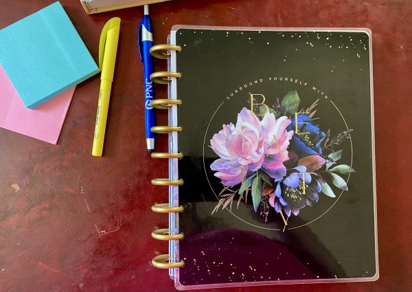 The Happy Planner with pen, highlighter and Post it notes